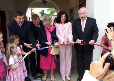 Eröffnung u. a. durch Präsidentin Dr. Helga Löber (3. v. r.)
